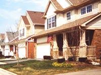 アメリカ国旗を記念日だけでなくつねに飾る家も見られる。国旗はアメリカ人としての共通意識(アイデンティティ)になるようだ。