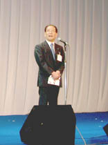 挨拶に立つスターツ会長およびグループCEOの村石久二氏