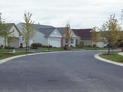 風水では行き止まりや鋭くカーブした角の家よりは水の流れのようにスムースな道に沿った家がよいようだ(同上)