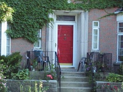正面入り口は「気」の入り口でもあり、ドアの形や大きさ、どの方角に面しているかなど、重要なポイントとなる(イリノイ州シカゴ市)