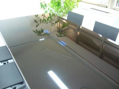 会議室「タイムリミット」に設置されているテーブル。会議予定時間をセットし、タイマーをスタートさせると同時にカウントダウンが始まる