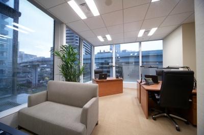 3~5名用のプライベートオフィス。都心一等地・汐留が自社のアドレスになり、法人登記も可能