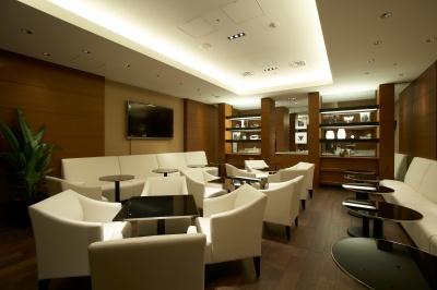 ライブラリーを兼ね備えたカフェラウンジ。ホテル並みのクオリティの高さを誇る