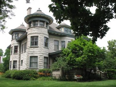 オバマが住んでいるハイドパーク/ケンウッド界隈の屋敷。すべて専門の職人が時間をかけてひとつひとつ制作したのであろう。