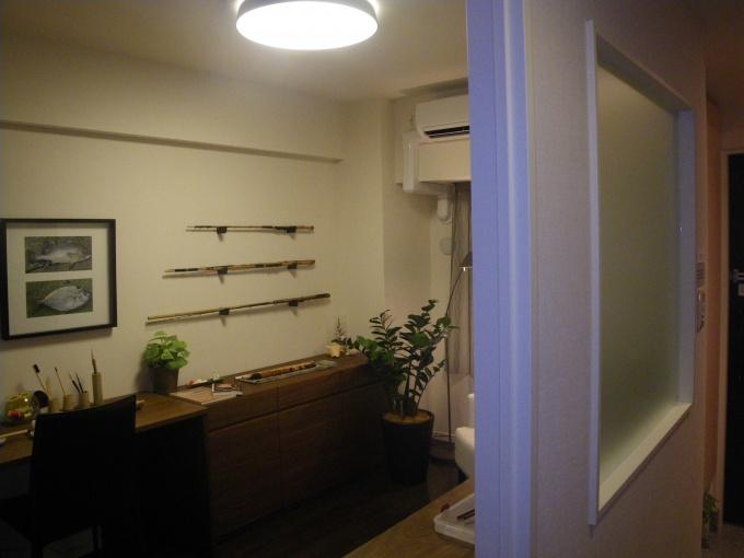 「aルーム」は、有効面積を増すため原則引き戸を採用するほか、人の気配を感じさせるよう、必ずガラス窓が設置されている。また、飾り棚などを簡単に取りつけられるよう、あらかじめクロス内側にべニアボードを仕込んでいる