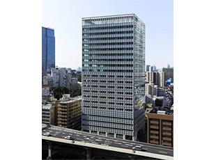 竣工した複合ビル「アークヒルズ フロントタワー」の外観