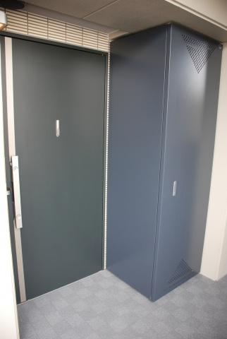 各住戸の入り口脇に設けられている「シャフトボックス」。設備のメンテナンスや交換をスムーズに行なえる