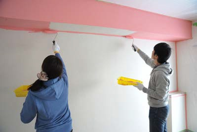 URの提案する「DIY住宅」のモデルルームでは、洋室の壁を思い切ってピンクに塗装した(写真提供:(独)都市再生機構)