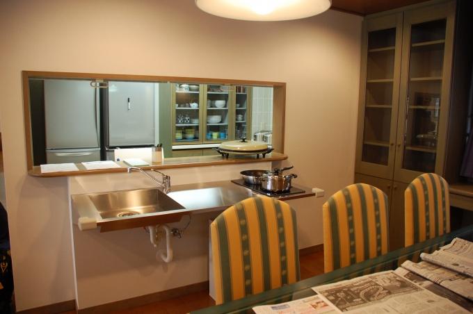 キッチンは従前のものに加え、サブキッチンを設置。家事の集中を緩和する