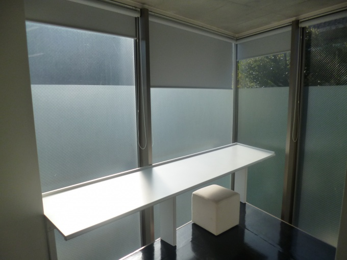 オフィスエリア。8.4平方メートルのスペースは、最大3人での使用を想定している