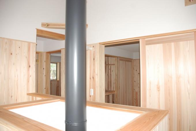 薪ストーブの優しい温かさは、2階にも届けられる