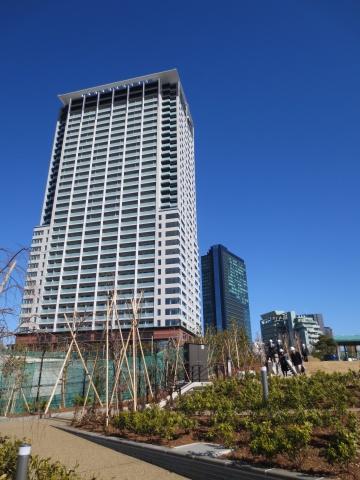 空中庭園「目黒天空庭園」からみた「クロスエアタワー」