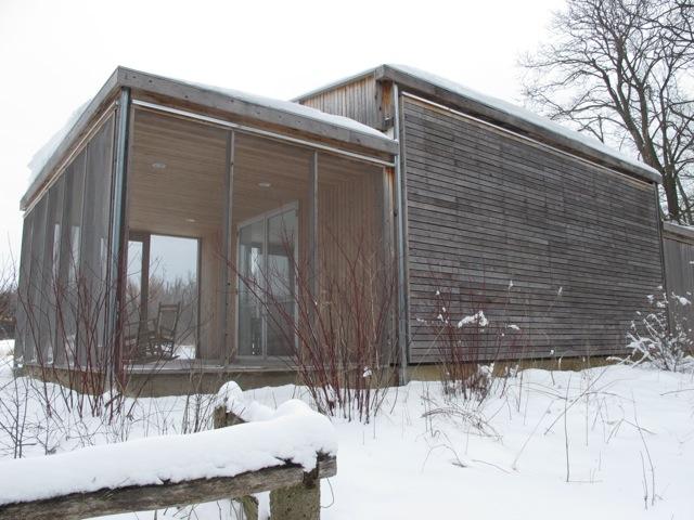数年前に建て直されたプレィリースタジオ。ここにアーティストが2週間から4週間滞在して制作する