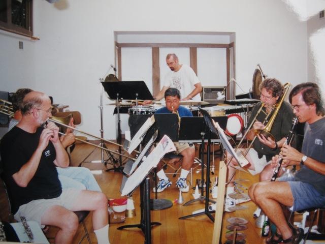 普段は全米に散って大学で音楽を教えている仲間達がラグティールに集まる。作曲や演奏にいそしむ貴重なひととき
