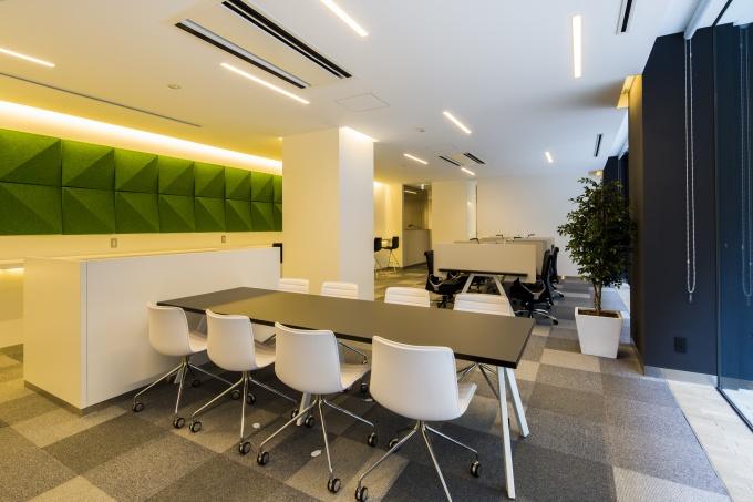 1階共用部にあるスタディルーム。集中できる個別ブースやちょっとした打ち合わせができる会議室も用意