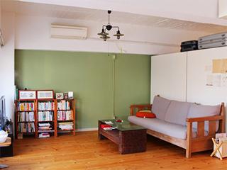吉原住宅(有)が手掛けたカスタマイズ部屋の1室。入居者からの「壁を塗り替えたい」という声からスタートしたという(写真提供:(株)スペースRデザイン)