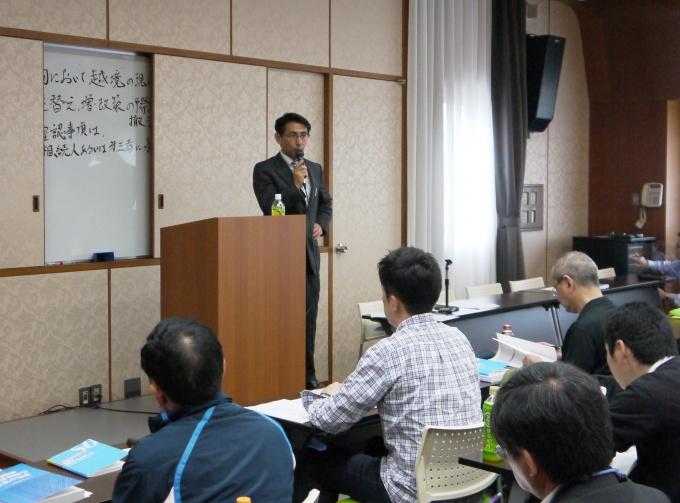 長谷川氏は、顧客の信頼を獲得するために必要な姿勢やコンプライアンスについて説明した上で、不動産仲介実務に欠かせない調査実務について、実例を踏まえて分かりやすくした