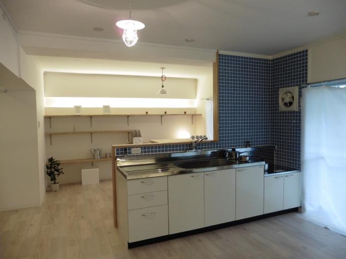 部屋の真ん中にあるキッチンが特徴的な「無限のハコ」
