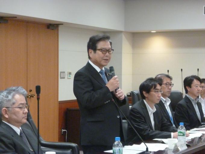 「エネルギー消費量の削減は喫緊の課題である」と述べる北川国土交通副大臣