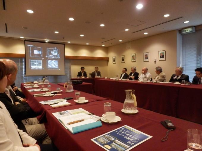 特別記念講演会では、NREG東芝不動産(株)が「建築費坪50万円という低コストを実現するため、柱の配置など課題もあった」などと語った