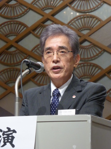 「強靭な組織体制の構築を図る」と述べる会長の市川氏