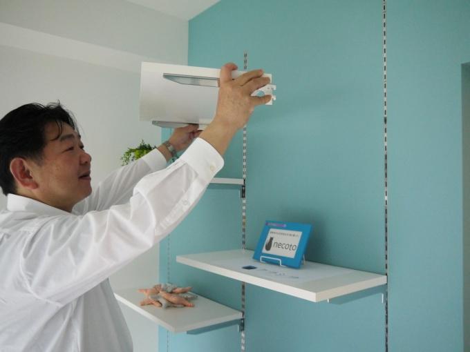 棚は位置を変えることが可能。取り外してより広く部屋を使うこともできる