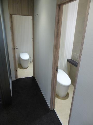 築古の小規模オフィスでは珍しいトイレの男女別化も