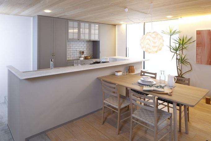 キッチンは、幅3m。動線を確保しながら家族と対話ができるアイランド型とし、家事の手元が隠せるよう、立ち上がりを設けている