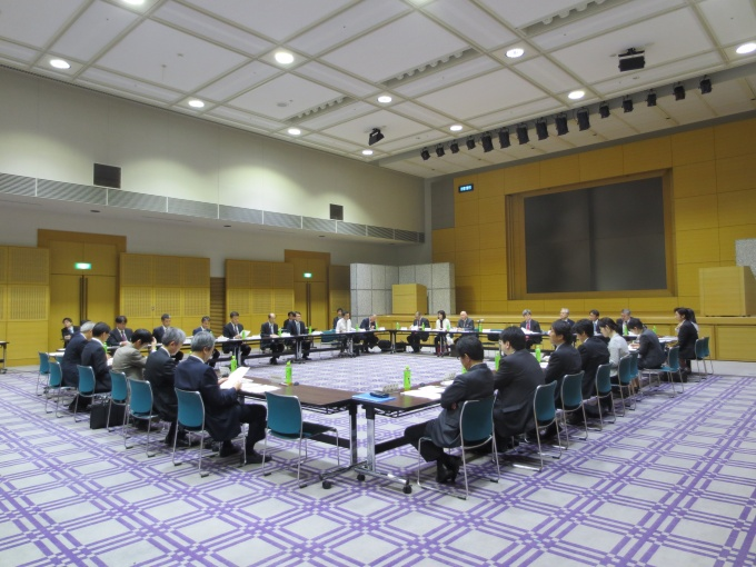 部会長には奥野信宏氏(中京大学総合政策学部教授)が互選された