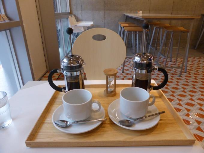コーヒー、紅茶、ルイボスティも100円で提供。コーヒーは、相模原市にある人気カフェから特別に仕入れている