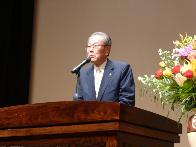 「不動産関連団体では、中古住宅流通・空き家活用へ、引き続き積極的に取り組んでいく」と挨拶する全宅連会長の伊藤氏