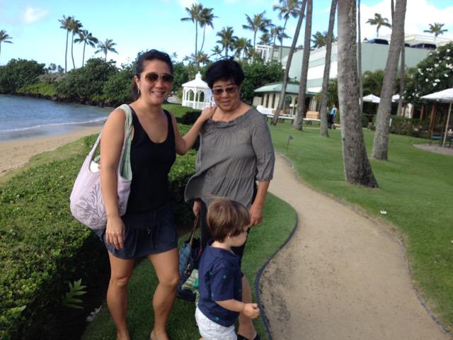 シカゴから母親の住むハワイに移った娘。母子の絆は強いようだ(ハワイホノルル市)