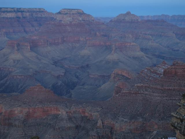 20億年も昔の地層がパノラマ状に…。「渓谷」なので、眼下に深く広がる