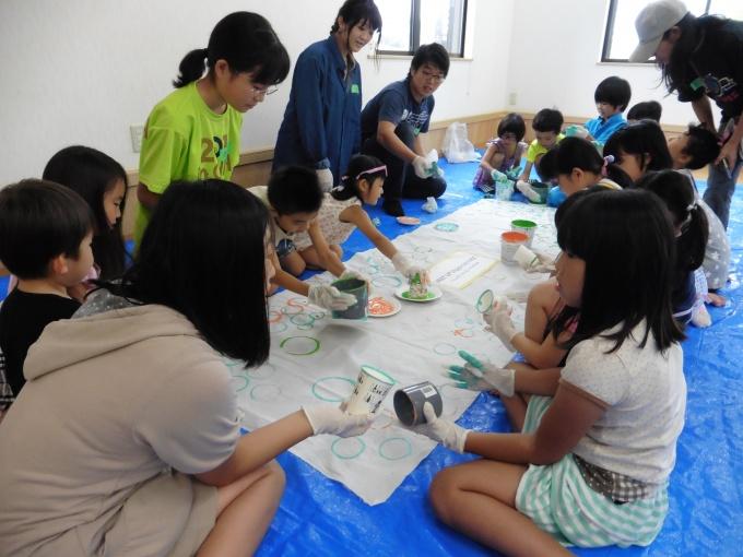 8月に行なわれたDIYイベントでは、子供たちがコミュニティカフェのシンボルフラッグを手づくりした