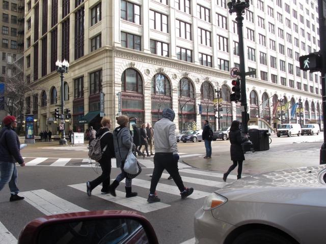 都心から郊外へと移動してゆく若者世代が増えているのはなぜだろう?(イリノイ州シカゴ市)