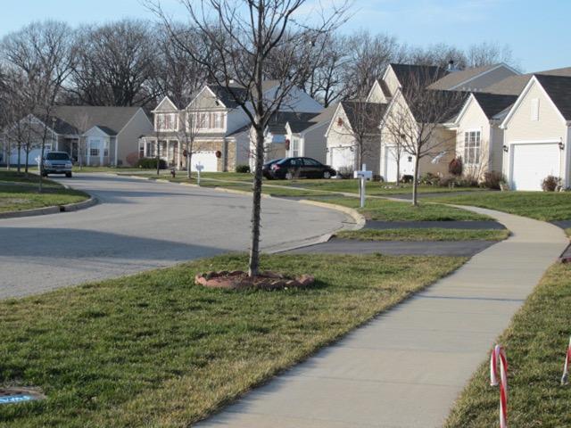道路も歩道も十分広くとるように初めから計画された一戸建て住宅新開発地区