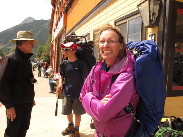 1週間のキャンプの予定だったが、天気が崩れそうなので下山してきたという元気そうな女性(コロラド州デュランゴ。以下同)