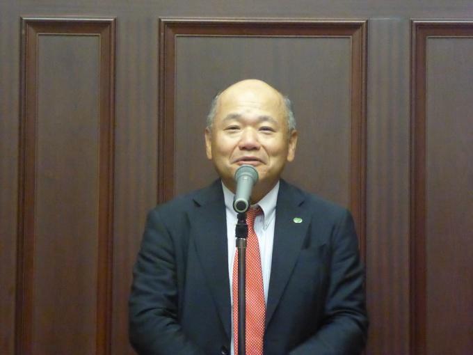 「『一室入魂』を全社員のコミットメントに、選ばれる管理会社を目指す」などと挨拶した重吉社長