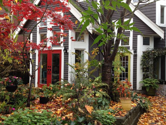 ベブの自宅。木造住宅で古い家々が立ち並ぶ静かな住宅街にある