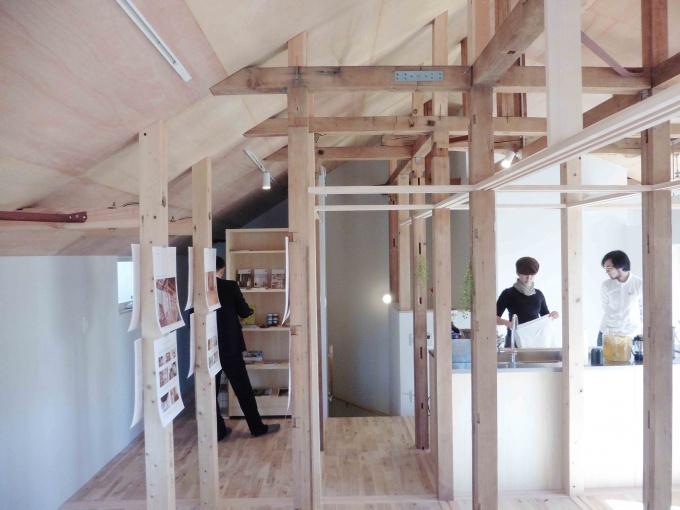 柱と梁で構成された室内。建具を入れることで、個室をつくったり、間取り変更ができる