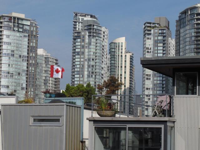 ますます発展するカナダのバンクーバー市(以下同)。政情は安定しているように感じられる。