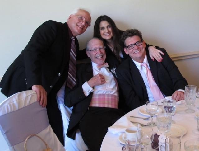 厳粛な結婚式でも楽しんでしまう陽気なアメリカ人達(イリノイ州グレンビュー市)