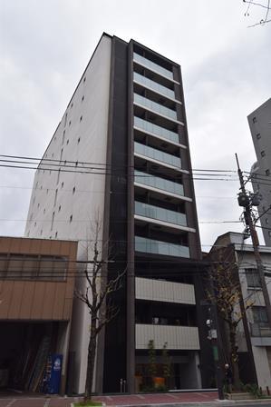 「アーバントラベライフ京都清水五条別邸」外観。京都の繁華街、四条烏丸に徒歩圏の1住商混在地で、周囲は一般的なファミリーマンションも多い中、別邸ユーザーにターゲットを絞った付加価値で勝負する