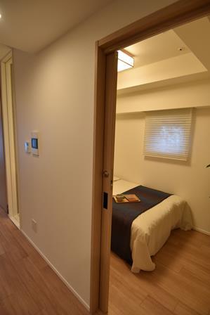 2LDK以上のプランは、居室1室がまるごと「オーナーズガード」となる。アナログ錠で施錠でき、第三者の立ち入り時に貴重品や目に触れさせたくない私物を収納できる