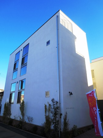 「SORAMICHI」外観。木造2階建てだが、容積率を生かして全戸1.5層とした