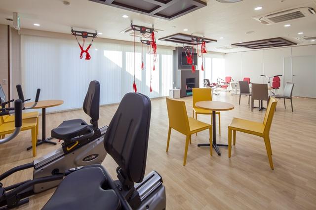 建物1階に設けたデイサービスでは、東京建物シニアライフサポート自らがデイサービスを提供する。入居者だけでなく地域住民にもサービスを提供していく