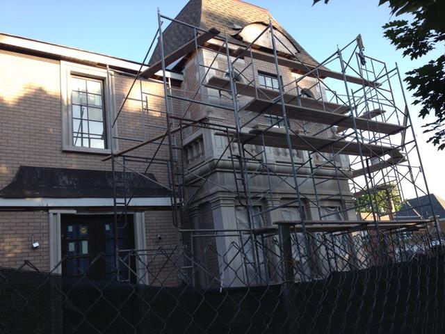 なんと2年以上もかかってまだ完成していない住宅。家族は別の場所に住んでいる(イリノイ州シカゴ市。以下同)
