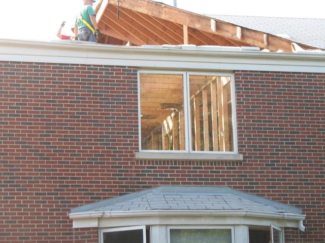 屋根を引き上げ、2階を建増しする工事
