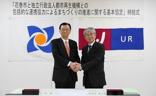写真左より上田東一(とういち)花巻市長と、UR都市機構東日本都市再生本部長の新居田 滝人氏