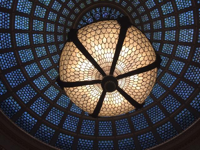 もう1箇所設置されたステンドグラスドーム。100年以上経ている